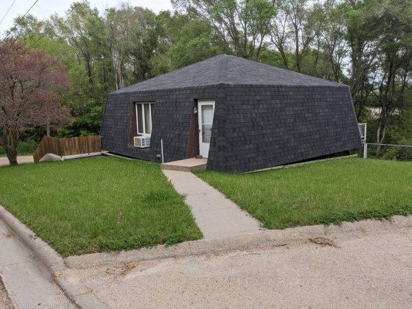 Весь этот дом состоит из крыши