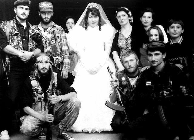 Колоритная чеченская свадьба, Россия, 1993 год.