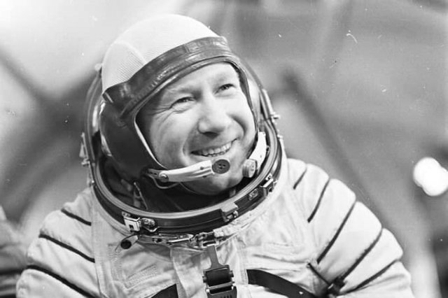 Aлексей Леонов (1934-2019) — летчик-космонавт, первый в мире вышедший в открытый космос.