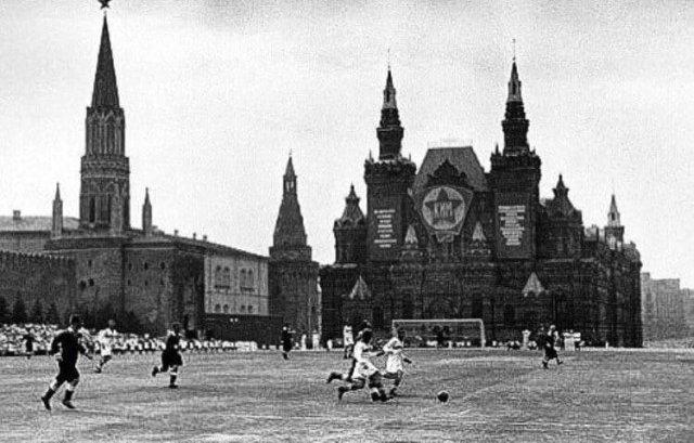 Футбольный мaтч на Kpacной площaди, 1936 год.