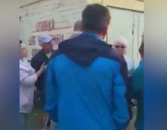 В Нижнем Новгороде председатель садового товарищества сожгла бюллетени, когда люди проголосовали за