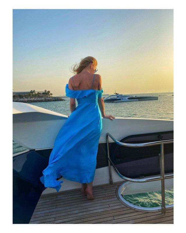 Светлана Ходченкова в синем платье
