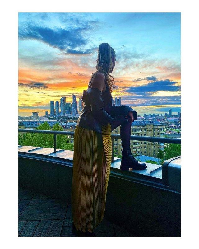 Светлана Ходченкова в платье