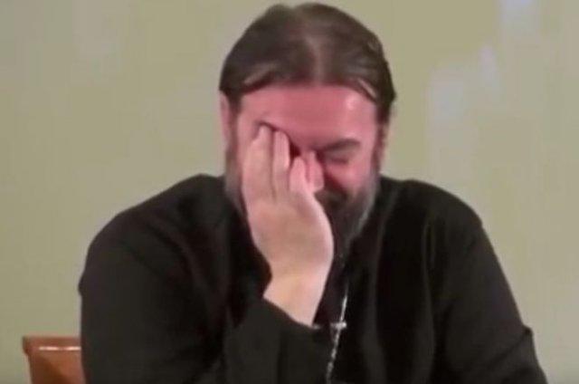 """""""С алкашами все в порядке!"""": Забавный священник о том, что будет с алкоголиками после смерти"""