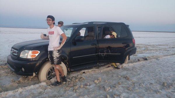 Выезд на засохшее солёное озеро оказался не весельем, а проблемой