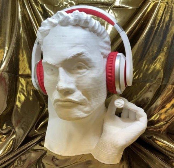 Подставка для наушников в виде головы Илона Маска