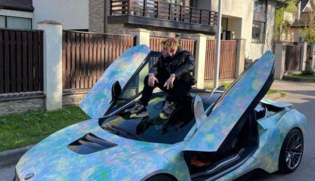 Этой ночью рэпер Элджей (Алексей Узенюк) пытался уйти от сотрудников ГИБДД на BMW I8