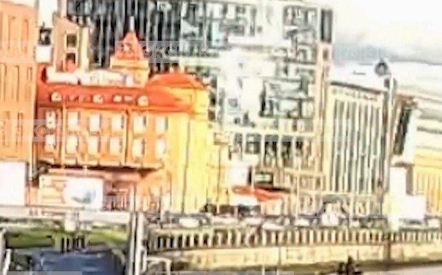 Эпичный прорыв трубы в центре Петербурга