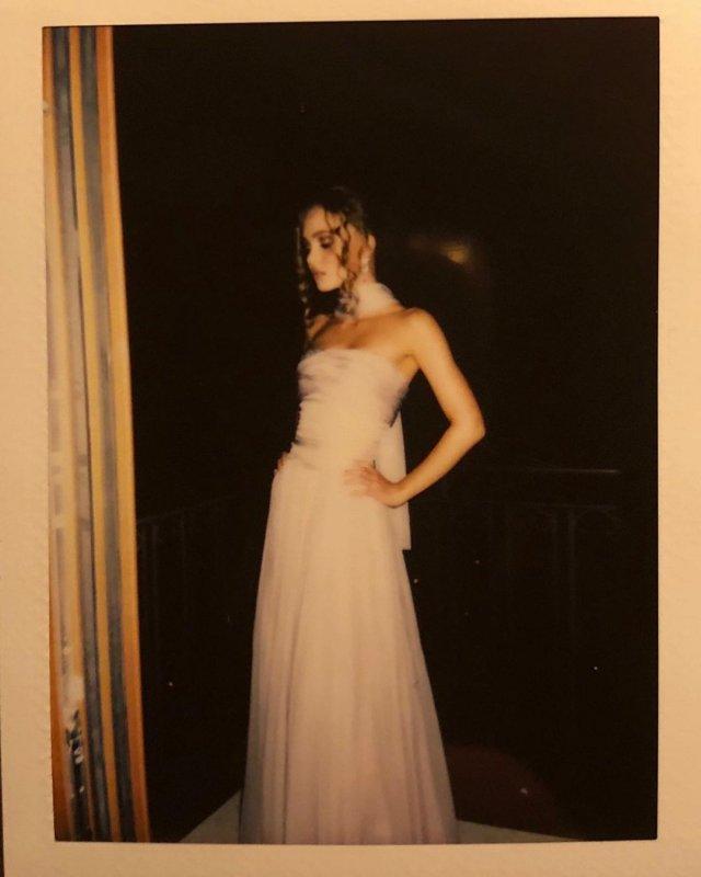 Лили-Роуз Депп - дочь Джонни Деппа в белом платье