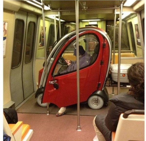 Ты на машине или на метро приедешь?