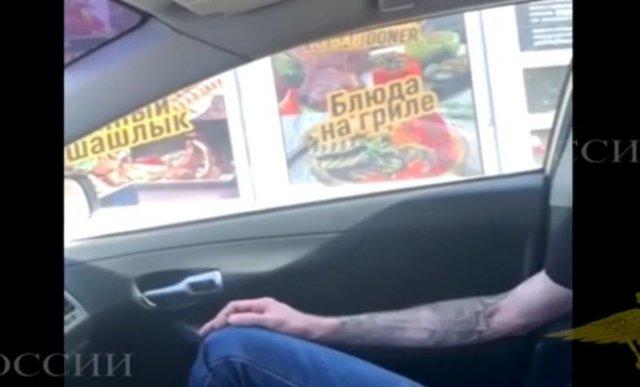 Пьяный водитель, предлагающий 100 000 рублей честному сотруднику ГИБДД