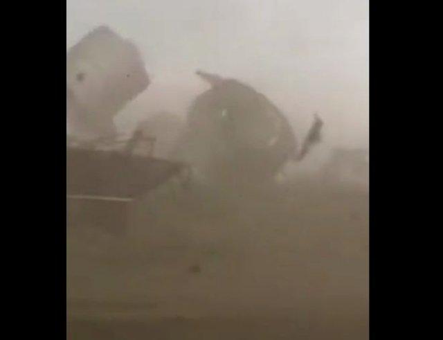 Апокалиптичные кадры: сильнейший ураган на Алтае сносит огромные металлические конструкции