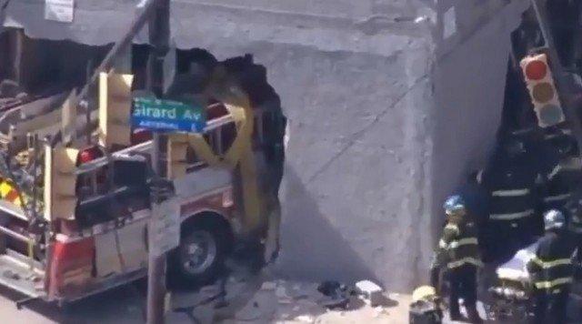 Пожарная машина протаранила здание в Северной Филадельфии
