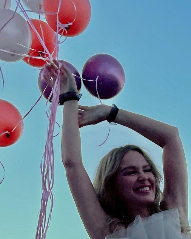 Кайли Миноуг в шариками