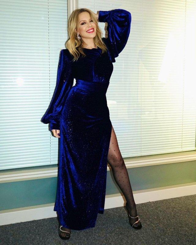 Кайли Миноуг в синем платье