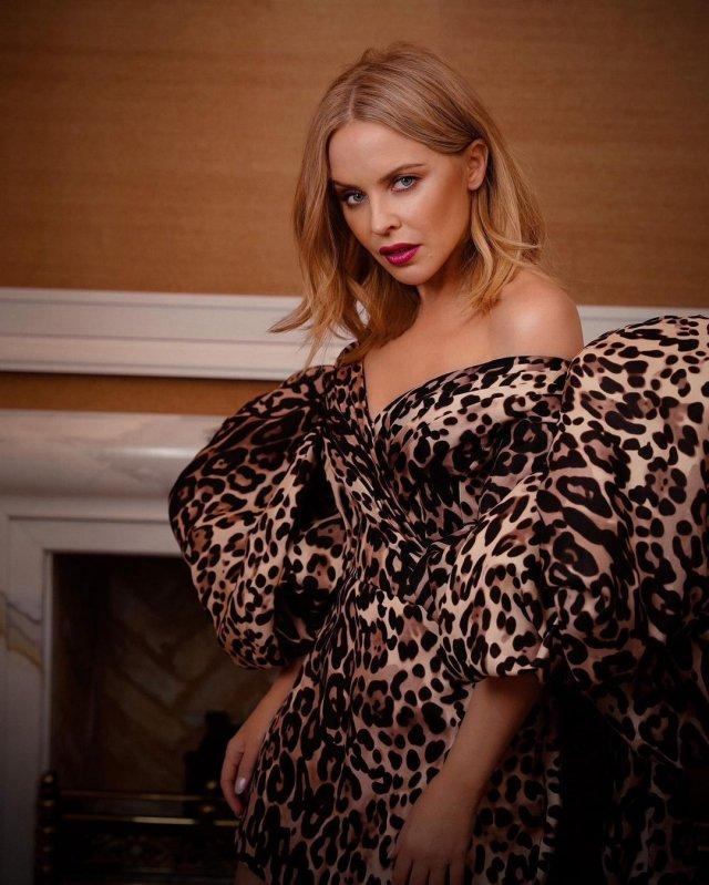Кайли Миноуг в леопардовом платье