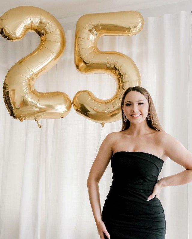 Дочь рэпера Эминема Хэйли Джейд Скотт в черном платье