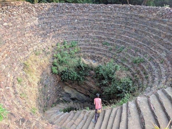 Старинный колодец, чей возраст — несколько веков