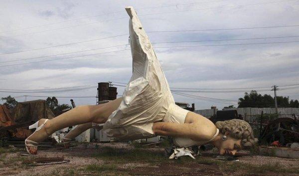 Гигантская статуя Мэрилин Монро высотой 8 метров