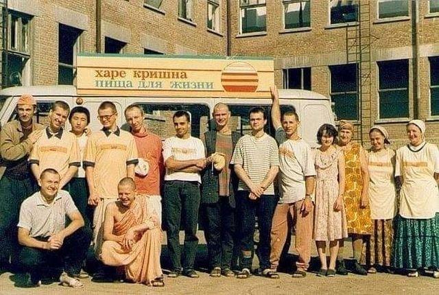 """Гуманитарная миссия """"Харе Кришна - пища для жизни"""" в Чечне, 1995-1996 гг."""