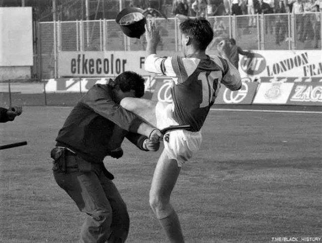 Звономир Бобан vs полицейский, Югославия, Загреб, 1990 год.