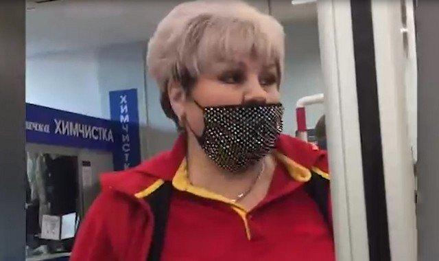В московском супермаркете кассир порвала купюру клиент в 500 рублей, думая, что они фальшивые