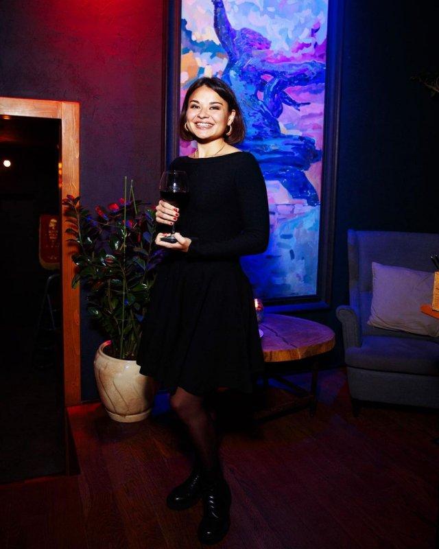 Ксения Шойгу в черном платье