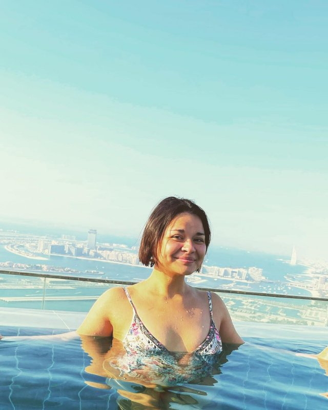 Ксения Шойгу в топе в бассейне