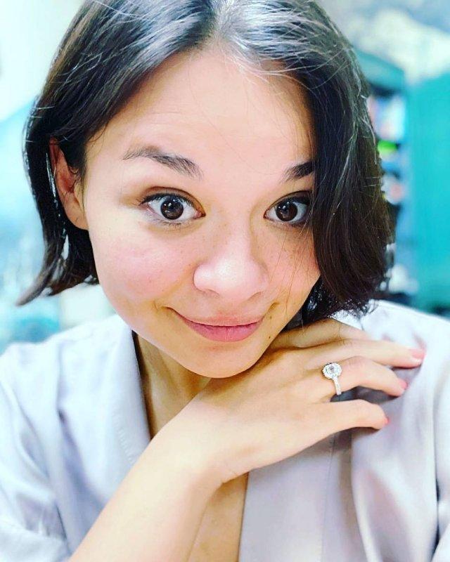 Ксения Шойгу демонстрирует кольцо от Столярова