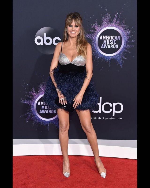 Хайди Клум в открытом платье на премии