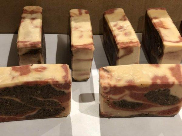 Мыло с ароматом кофе похоже на куски сырого мяса