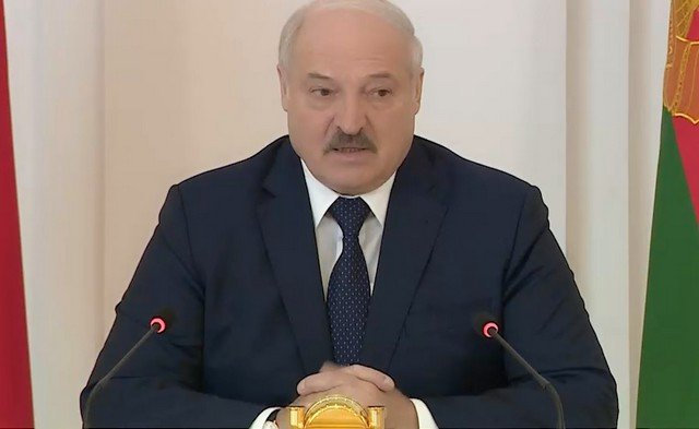 Александр Лукашенко раскрыл секрет «чемоданчика», который принес на встречу с Владимиром Путиным