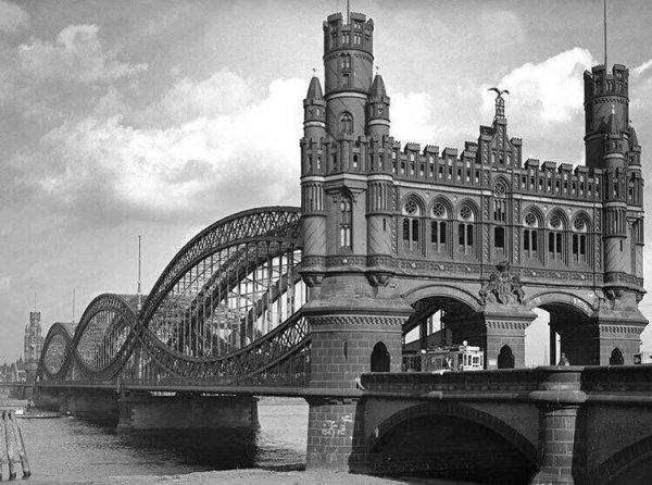 Оригинальный мост Neue Elbbrücke (Новый Эльбский) 1887-1959 годов в Гамбурге, Германия