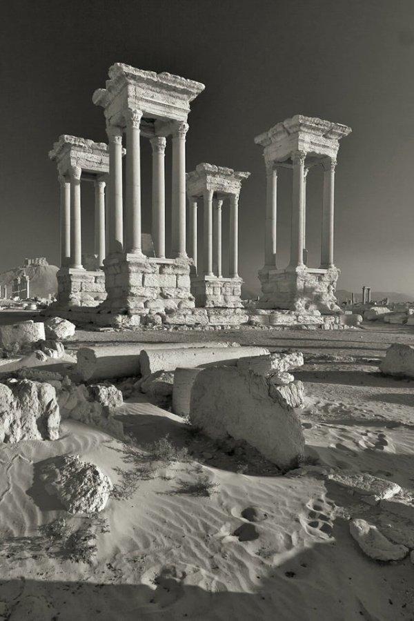 Тетрапилон конца III века в древней Пальмире, Сирия, уничтожен в 2017 году