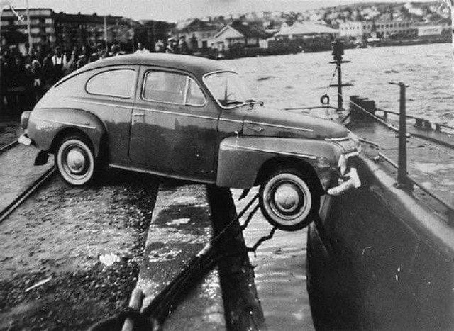 Необычная авария. Автомобиль столкнулся с подводной лодкой. Швеция, 1961 год