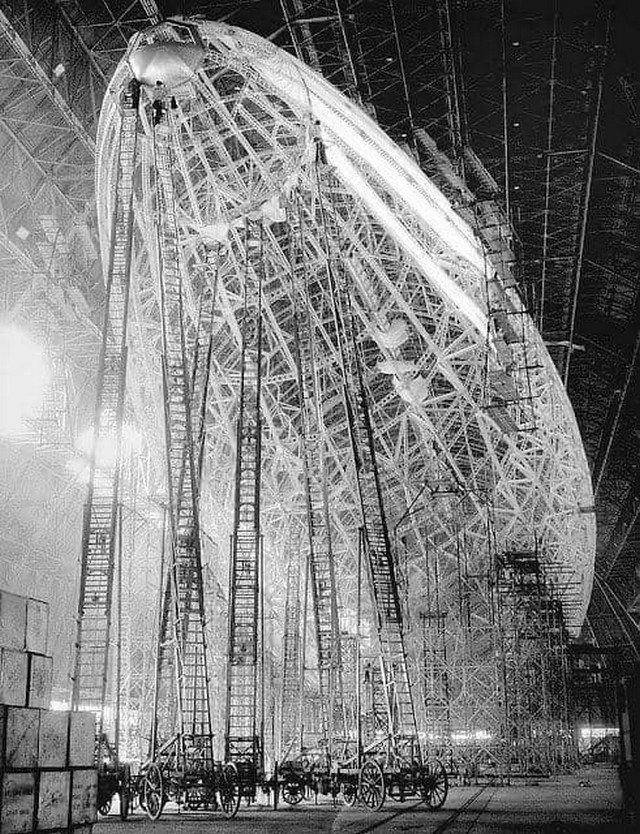 Строительство дирижабля «Гинденбург», 1932 год.