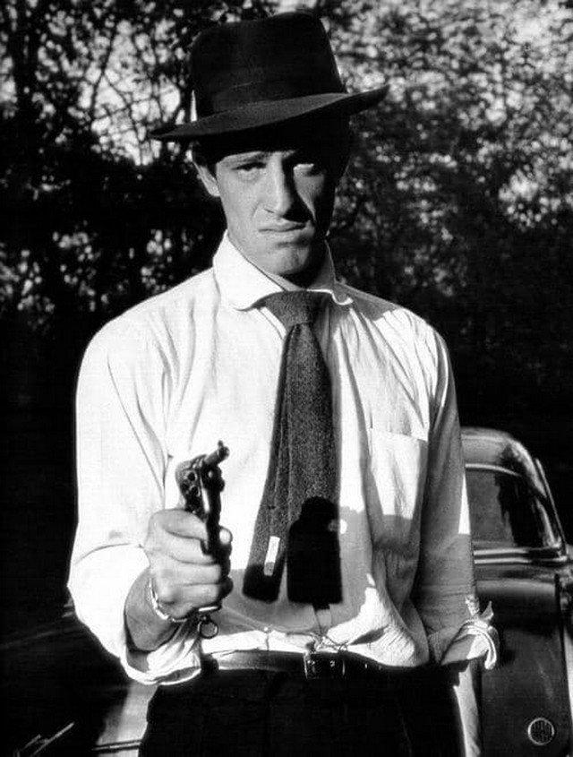 Чeмпион Парижа по боксу Жан-Поль Бельмондо, а по совместительству - актёр, снявшийся в 85 фильмах. Франция, 1960-e.