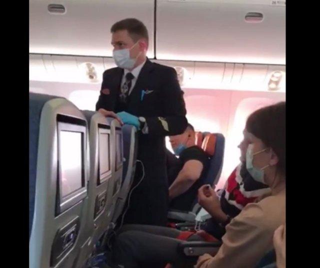 В самолете девушка не выдержала из-за того, что ребенок пинал спинку ее кресла