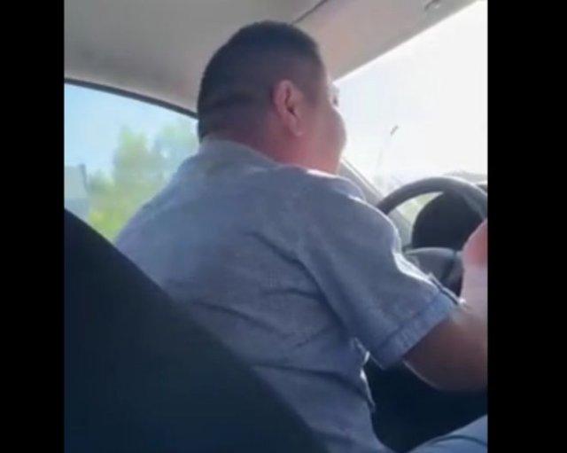 Громогласный таксист ругается на свою работу при беременной девушке