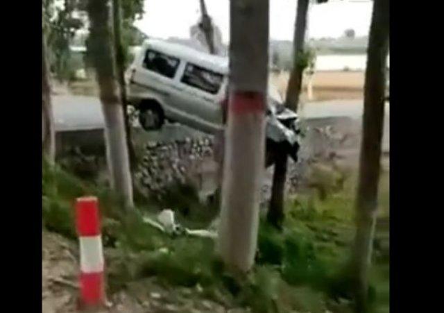 """Необычно """"припарковался"""""""