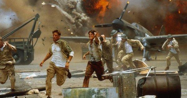 Бомбардировка военной базы, «Перл-Харбор» (2001)