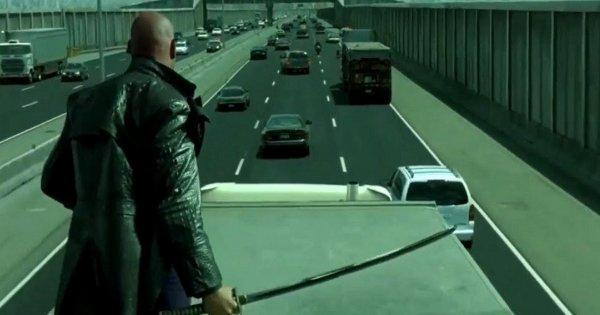 Сцена на автостраде, «Матрица: Перезагрузка» (2003)
