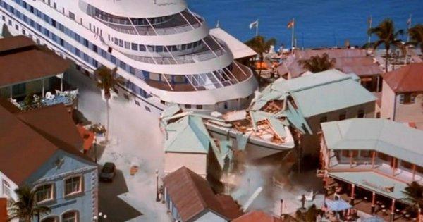 Столкновение корабля с городом, «Скорость 2: Контроль над круизом» (1997)
