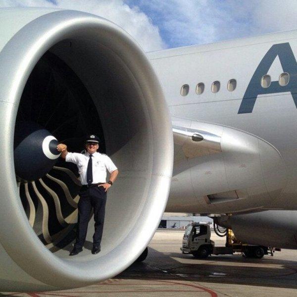 Трубина самолёта Boeing 787 в сравнении с человеком