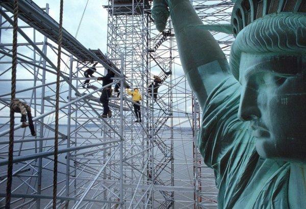 Рабочие реставрируют Статую Свободы