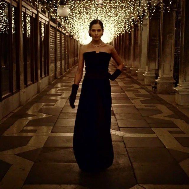 """Юлия Снигирь: звезда """"Обитаемого острова"""" и самая известная актриса в Голливуде в черном платье"""