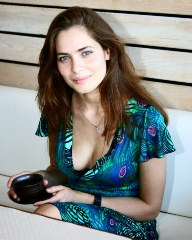 """Юлия Снигирь: звезда """"Обитаемого острова"""" и самая известная актриса в Голливуде в синем платье"""