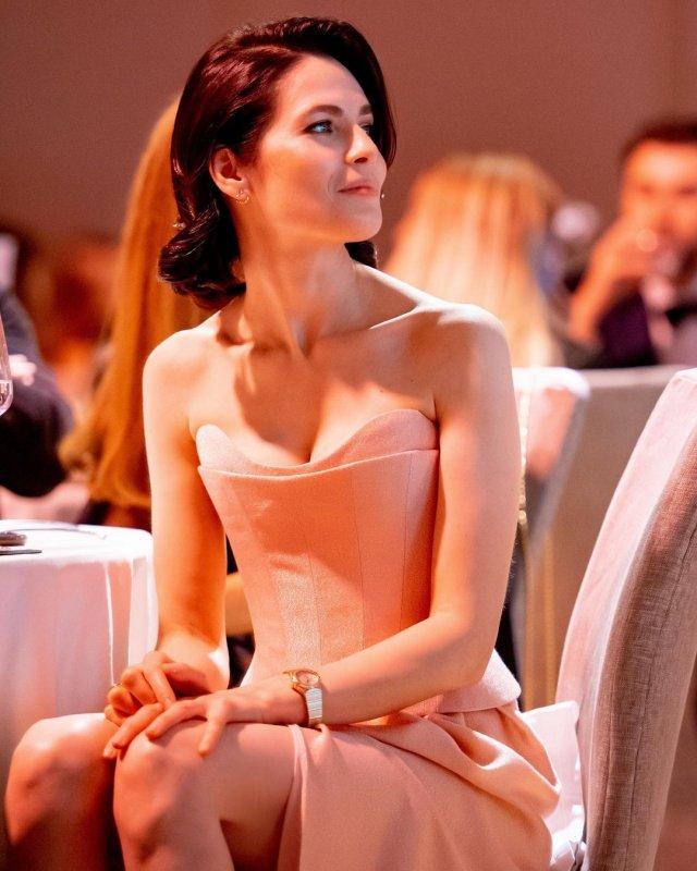 """Юлия Снигирь: звезда """"Обитаемого острова"""" и самая известная актриса в Голливуде в розовом платье"""