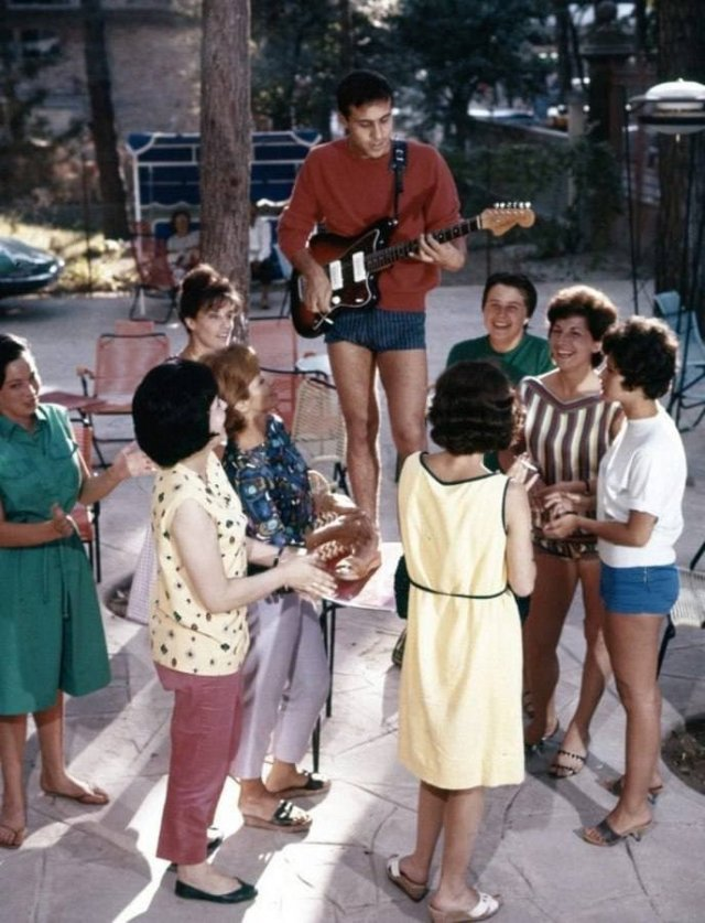 Адриано Челентано на частной вечеринке, 1962 год.