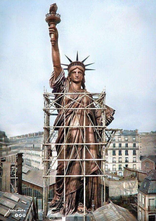 Цветное фото, со Статуей Свободы, в Париже, в 1886 году (до транспортировки в Америку).